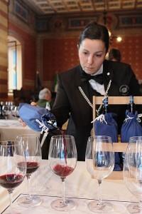 3-verdeckte Weinprobe im Rathaus von Montefalco