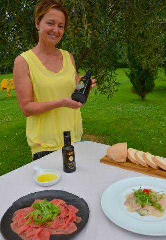 Anna Marzadro, die Besitzerin von Madonna delle Vittorie stellt Olivenöl Garda Dop vor