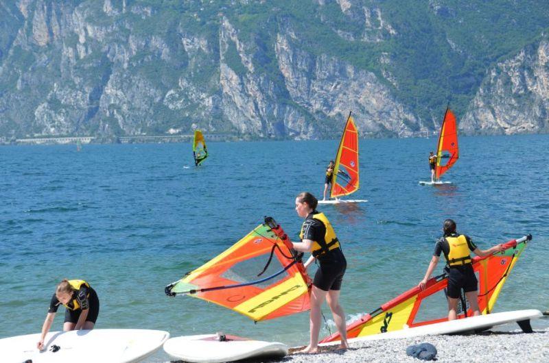 Torbole: Windsurf am Gardasee