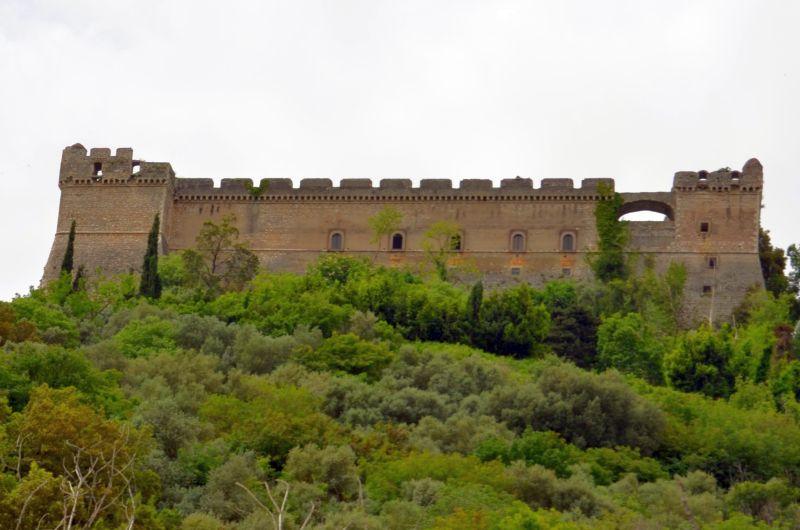 Sermoneta, eine Burg mit Glück