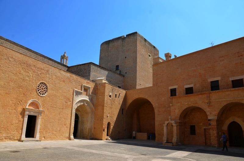Ein Schloss und ein Heiliger: Copertino im Salento (Apulien)