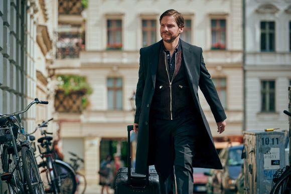 "Taormina Film Fest: Großer Beifall an den deutschen Film ""Nebenan"""