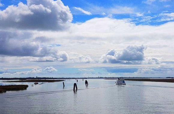 Italien neu entdecken: Bootsurlaub auf der Lagune von Venedig