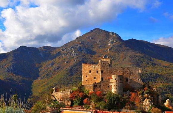 Italien neu entdecken: Das Neva Tal, antike Burgen und Natur