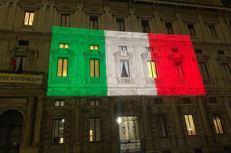 Die Denkmäler Italiens werden mit der Trikolore beleuchtet