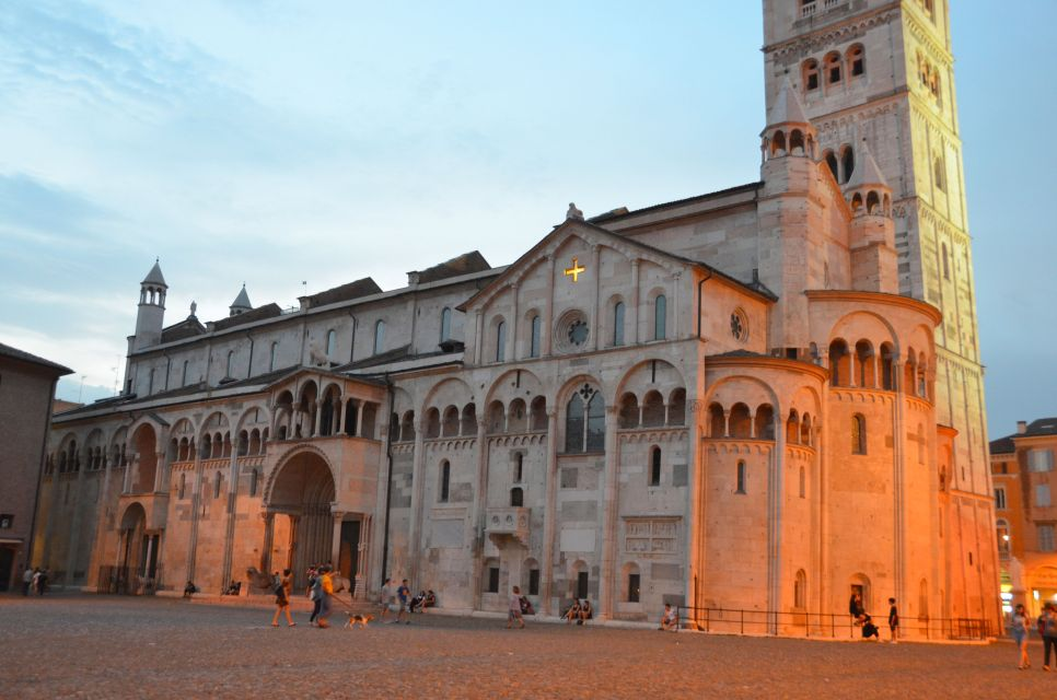 Modena: Piazza Grande bei Sonnenuntergang