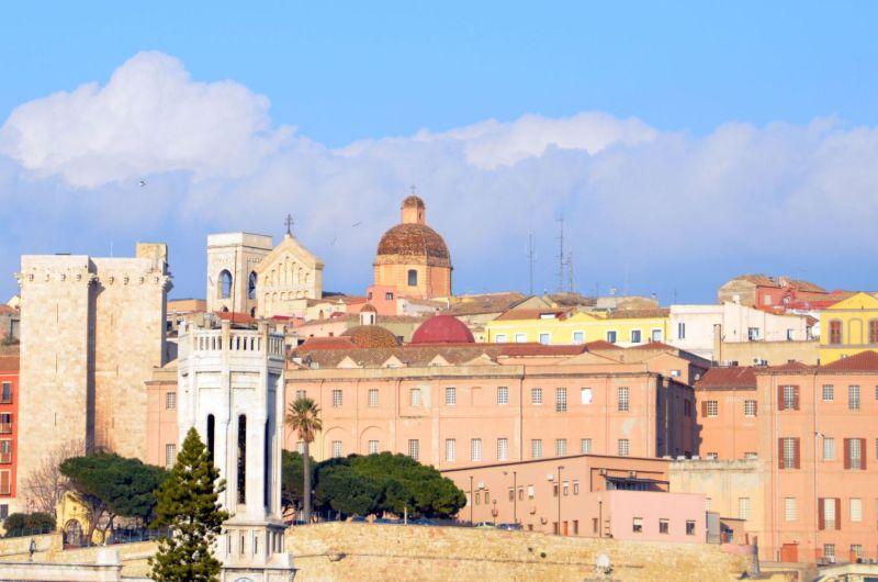Sardinien: Der erste Stein und der Himmel