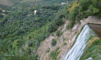 Der höhere Teil des Wasserfalles